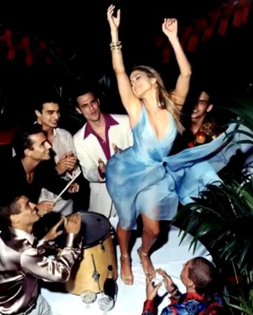 танцовщица в кабаре